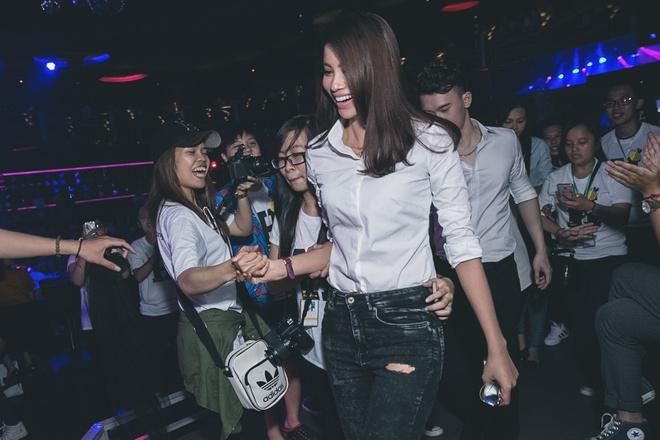Pham Huong mac gian di di hop fan hinh anh 1