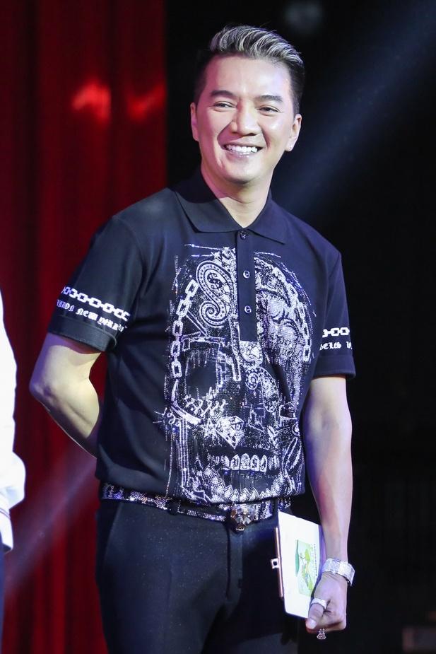 Dam Vinh Hung lam show 9 ty, ban ve VIP 20 trieu dong hinh anh 5