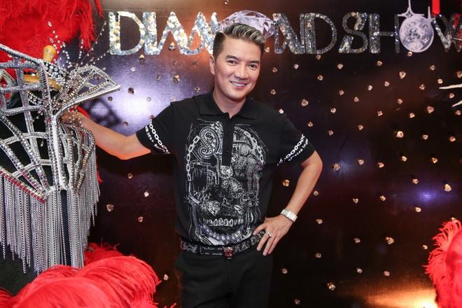 Dam Vinh Hung lam show 9 ty, ban ve VIP 20 trieu dong hinh anh 2