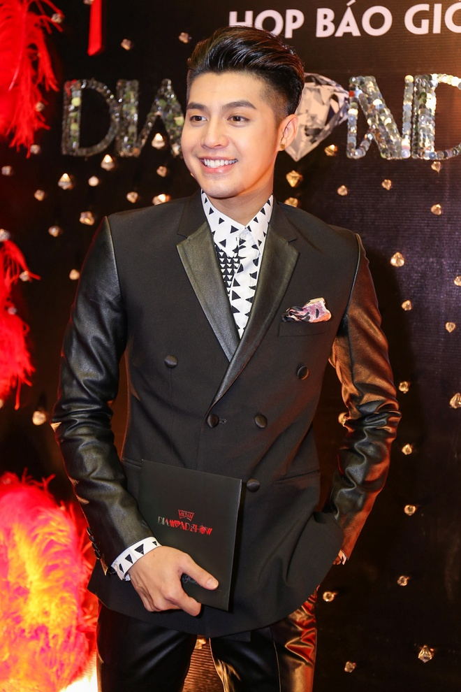 Dam Vinh Hung lam show 9 ty, ban ve VIP 20 trieu dong hinh anh 9