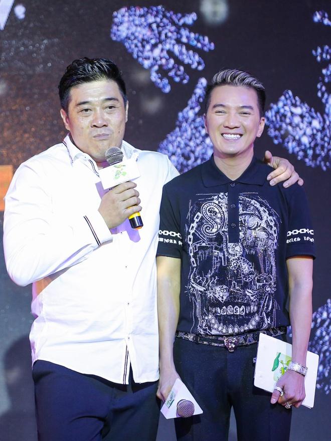 Dam Vinh Hung lam show 9 ty, ban ve VIP 20 trieu dong hinh anh 3