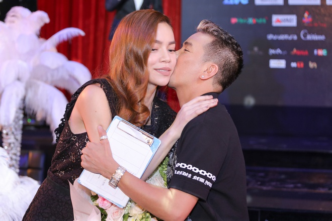 Dam Vinh Hung lam show 9 ty, ban ve VIP 20 trieu dong hinh anh