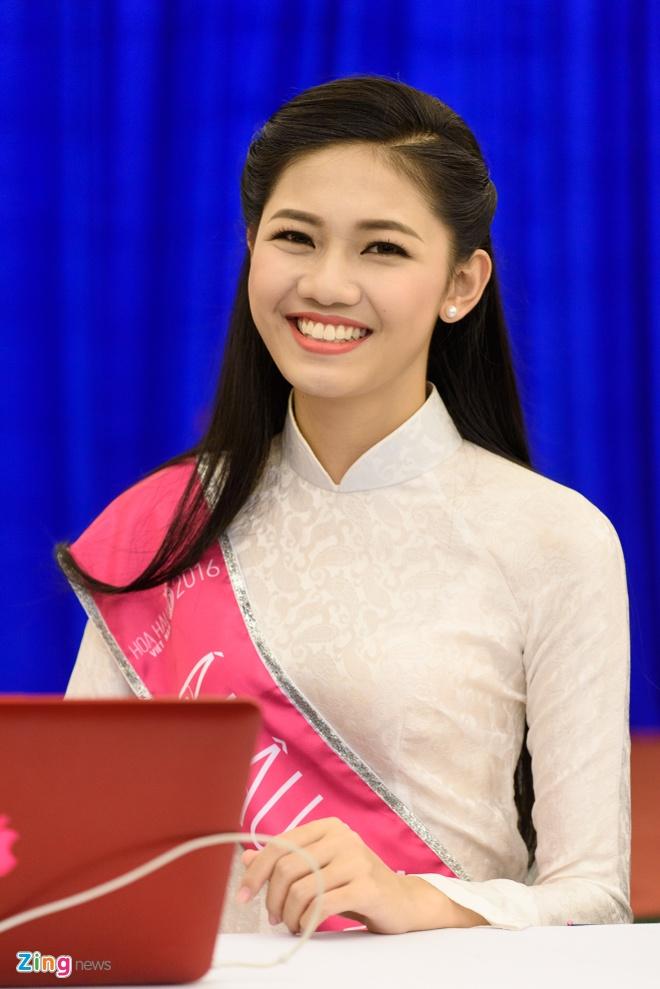 Hoa hau Do My Linh rang ro ben a hau Thanh Tu, Thuy Dung hinh anh 9