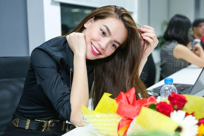 Ho Ngoc Ha, Phi Phuong Anh mac sanh dieu di giao luu hinh anh 8