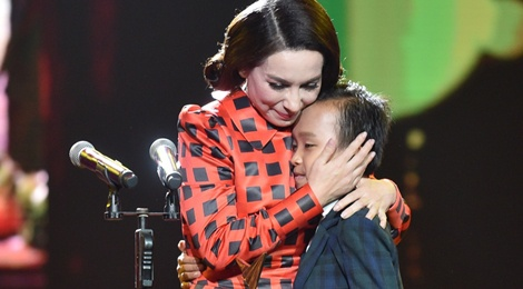 Ho Van Cuong danh bai Son Tung gianh giai Ca si an tuong hinh anh