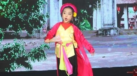 'Thi Mau nhi' 6 tuoi khien Dai Nghia cui dau than phuc hinh anh
