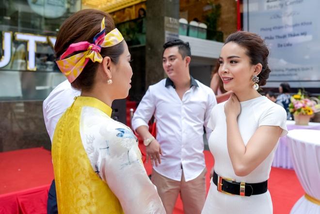 Cuu thanh vien May Trang hoi ngo tai su kien hinh anh 2