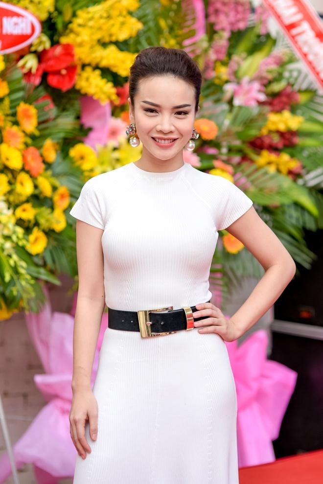 Cuu thanh vien May Trang hoi ngo tai su kien hinh anh 1