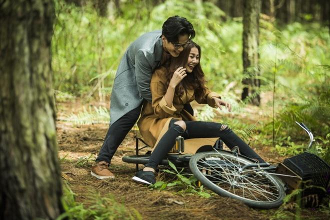 Ha Anh Tuan va Thanh Hang om hon trong MV hinh anh 1