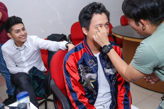 Dong Nhi duoc Ong Cao Thang che o, diu di khi troi mua hinh anh 7
