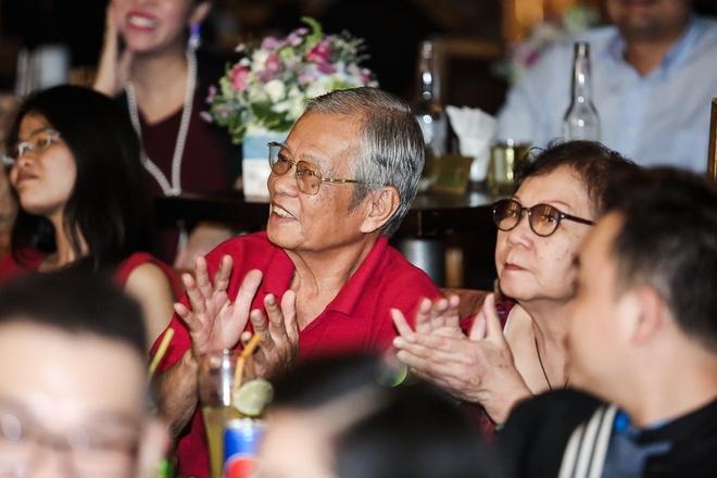 Thu Minh khoc khi xin loi ba me vi on ao no nan cua chong hinh anh 4