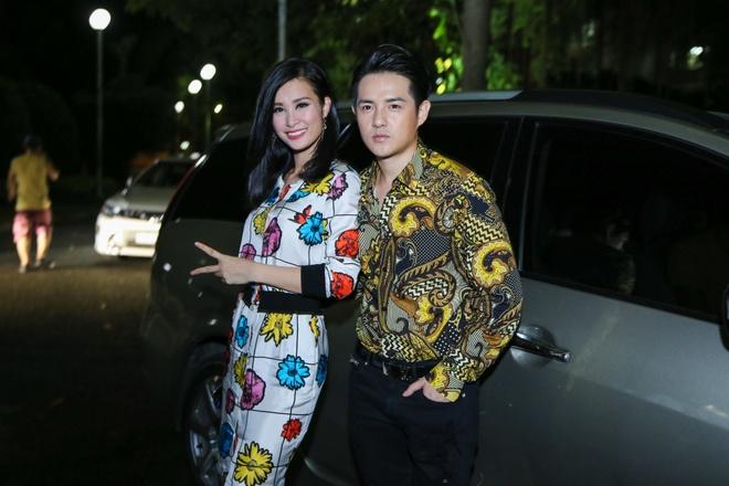 Dong Nhi, Ong Cao Thang mac do sac so di cham thi hinh anh 1