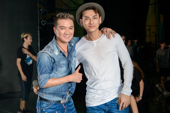 Con trai nuoi den tham Mr. Dam khi tong duyet live show hinh anh 7