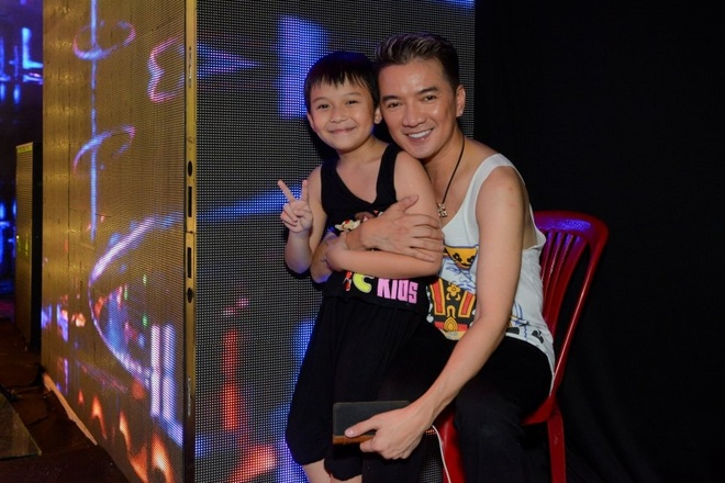Con trai nuoi den tham Mr. Dam khi tong duyet live show hinh anh 3