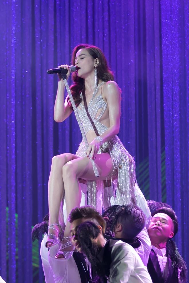 Nhung dieu khac nguoi o live show cua Dam Vinh Hung hinh anh 3