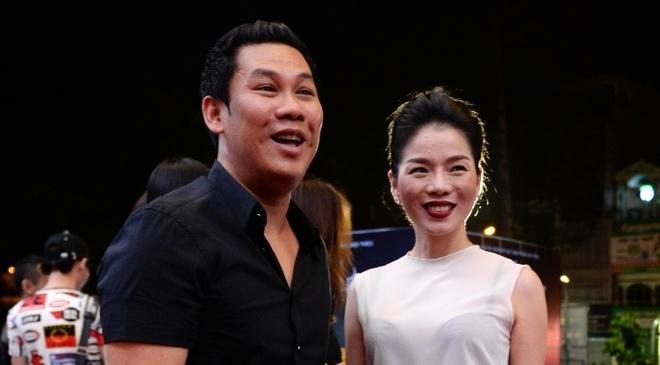 Dan sao Vpop tap nap xem live show Dam Vinh Hung hinh anh