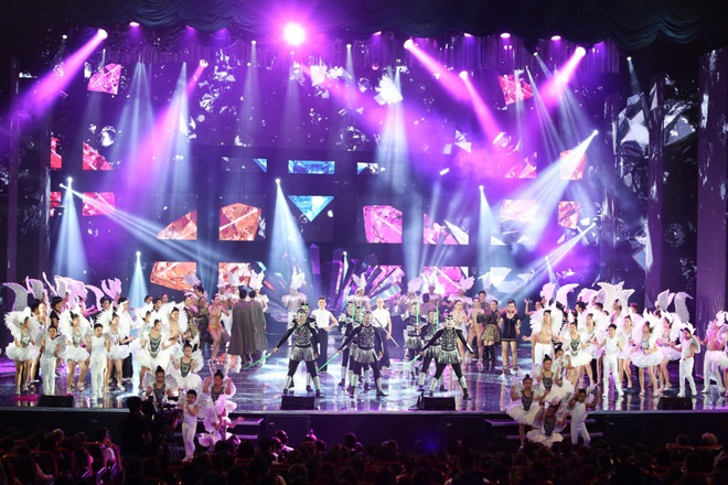 Nhung dieu khac nguoi o live show cua Dam Vinh Hung hinh anh 1