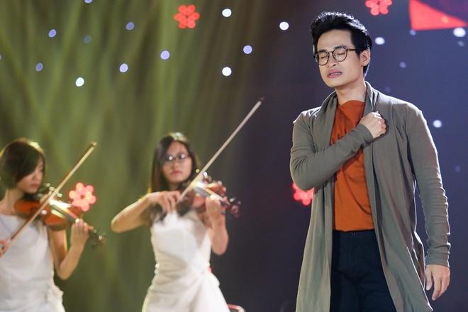 Tran Thanh om ap Hari Won tren san khau hinh anh 9