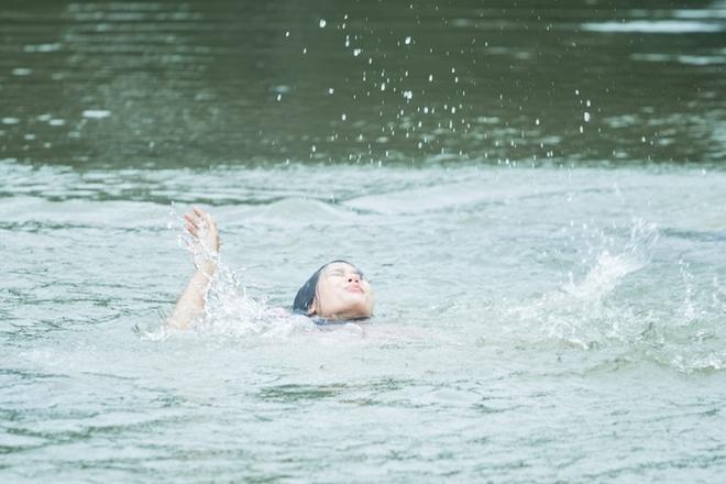 Hot girl Sam vat va dien canh te song trong phim moi hinh anh 5