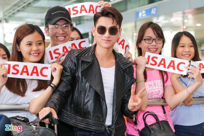 Isaac duoc chao don tai san bay sau khi nhan giai o Han Quoc hinh anh 5