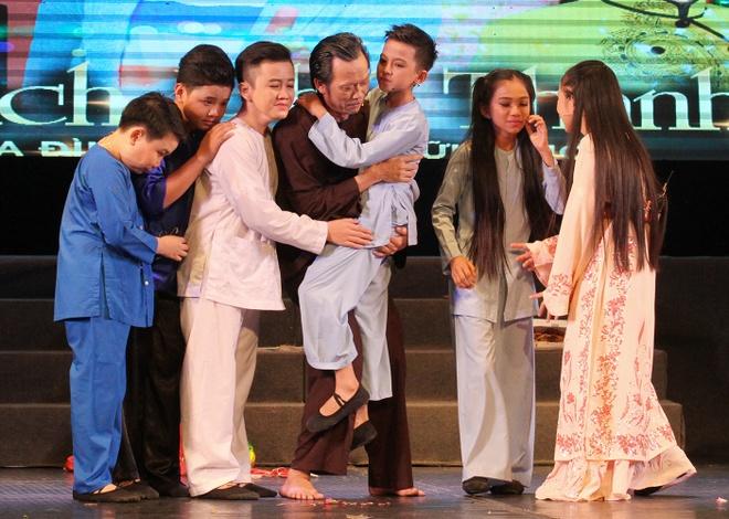 Hoai Linh nhan than dong cai luong mien Tay lam con nuoi hinh anh 1