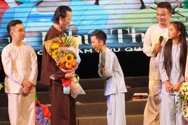 Hoai Linh nhan than dong cai luong mien Tay lam con nuoi hinh anh 2