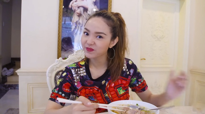 Minh Hang lan dau chia se hinh anh phong ngu rieng hinh anh 4