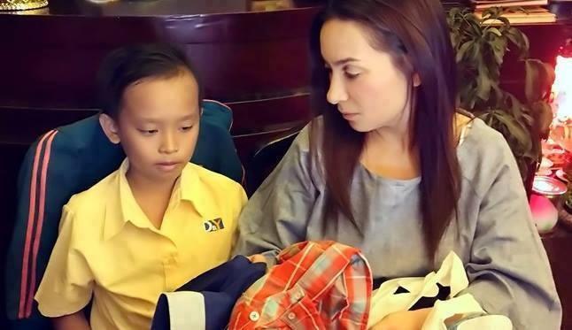 Phi Nhung va Ho Van Cuong hat cho ba con vung lu hinh anh