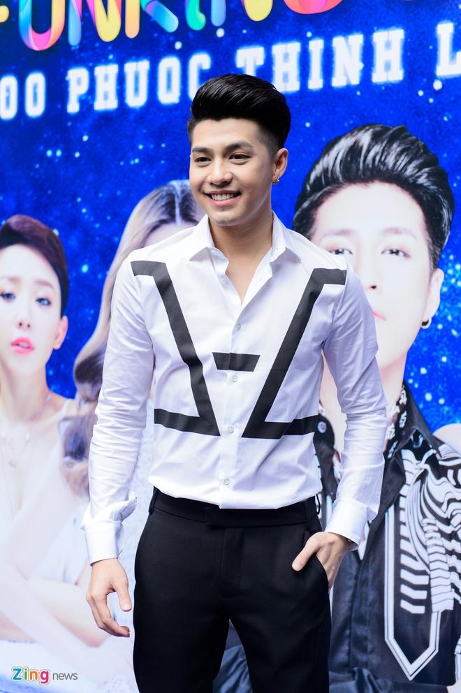 Noo Phuoc Thinh lam live show san van dong sau 8 nam ca hat hinh anh 1
