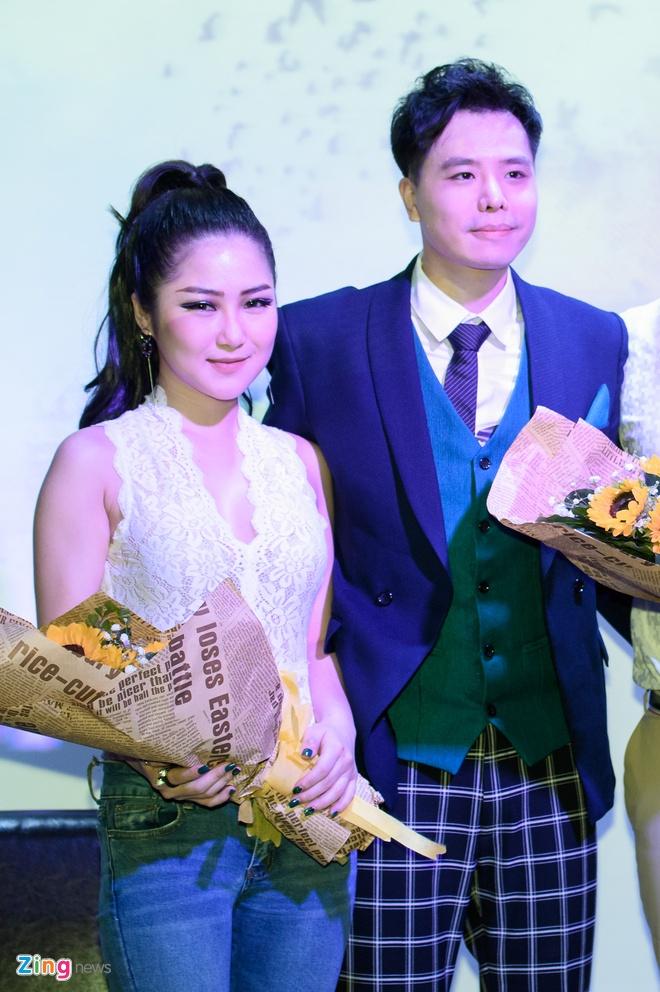 Huong Tram mac don gian den chuc mung Trinh Thang Binh hinh anh 6