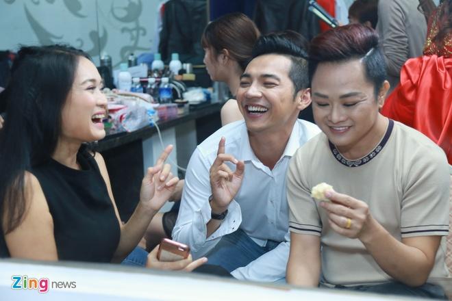 Dam Vinh Hung tu tay trang diem cho chong Cam Ly hinh anh 8
