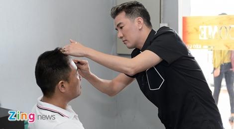 Dam Vinh Hung tu tay trang diem cho chong Cam Ly hinh anh