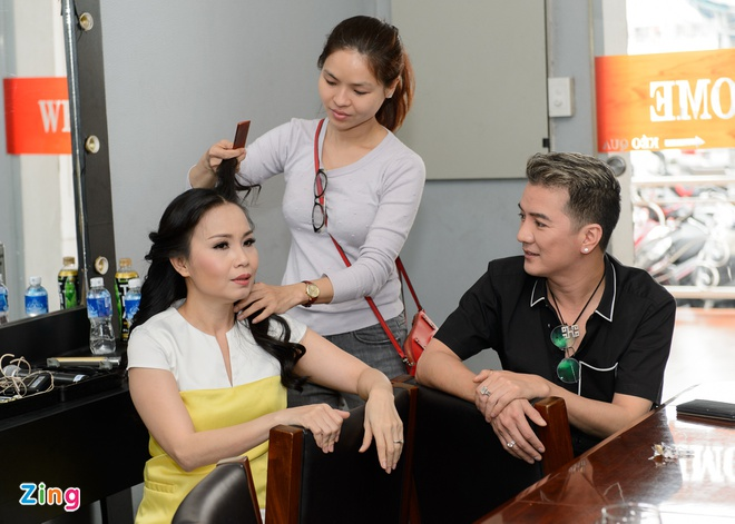 Dam Vinh Hung tu tay trang diem cho chong Cam Ly hinh anh 2