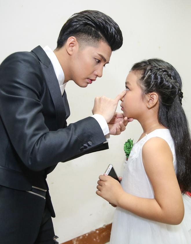 Ong Cao Thang hon Dong Nhi tai The Voice Kids anh 5