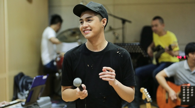 Noo Phuoc Thinh tap luyen vat va cho live show hinh anh