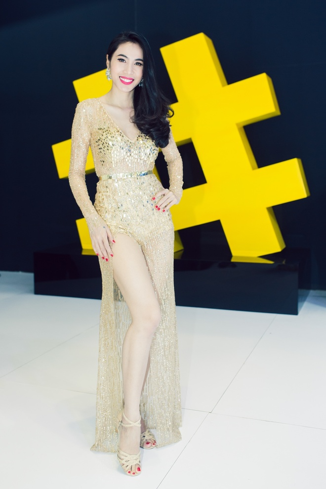 Thuy Tien, Dong Nhi dien voi jumpsuit goi cam hinh anh 4