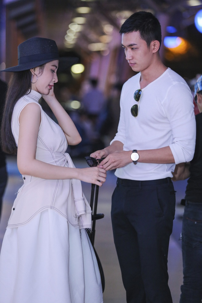 Angela Phuong Trinh than mat voi ban trai Vo Canh o san bay hinh anh 4