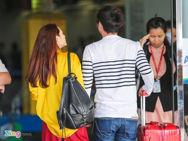 Bao Anh nam chat tay Ho Quang Hieu o san bay anh 5