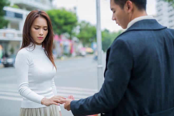 Ai Phuong Va Ho Vinh Khoa tinh tu trong MV moi anh 5