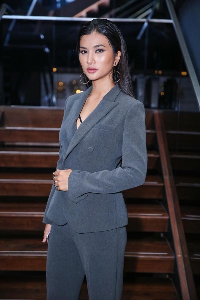 Bang Kieu tu tin dung ben Kim Tuyen du chieu cao khiem ton hinh anh 2