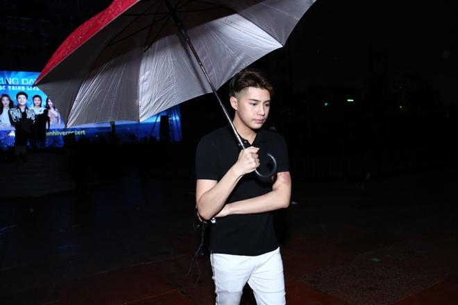 Khong Tu Quynh theo Ngo Kien Huy toi buoi tap live show Noo hinh anh 9