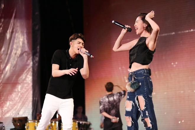 Khong Tu Quynh theo Ngo Kien Huy toi buoi tap live show Noo hinh anh 6
