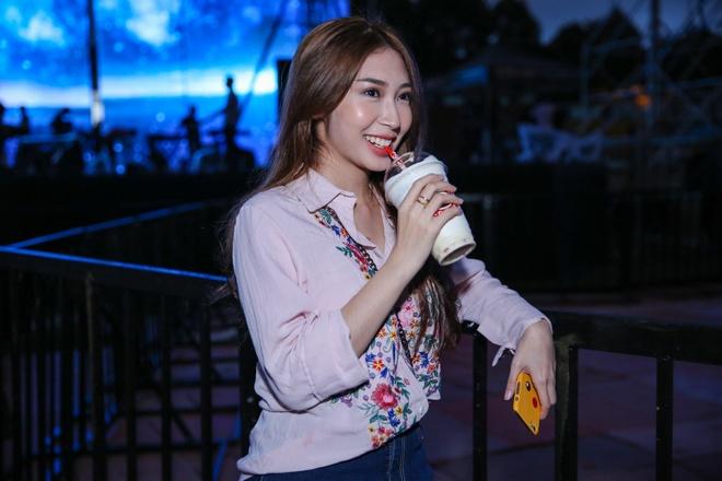 Khong Tu Quynh theo Ngo Kien Huy toi buoi tap live show Noo hinh anh 4