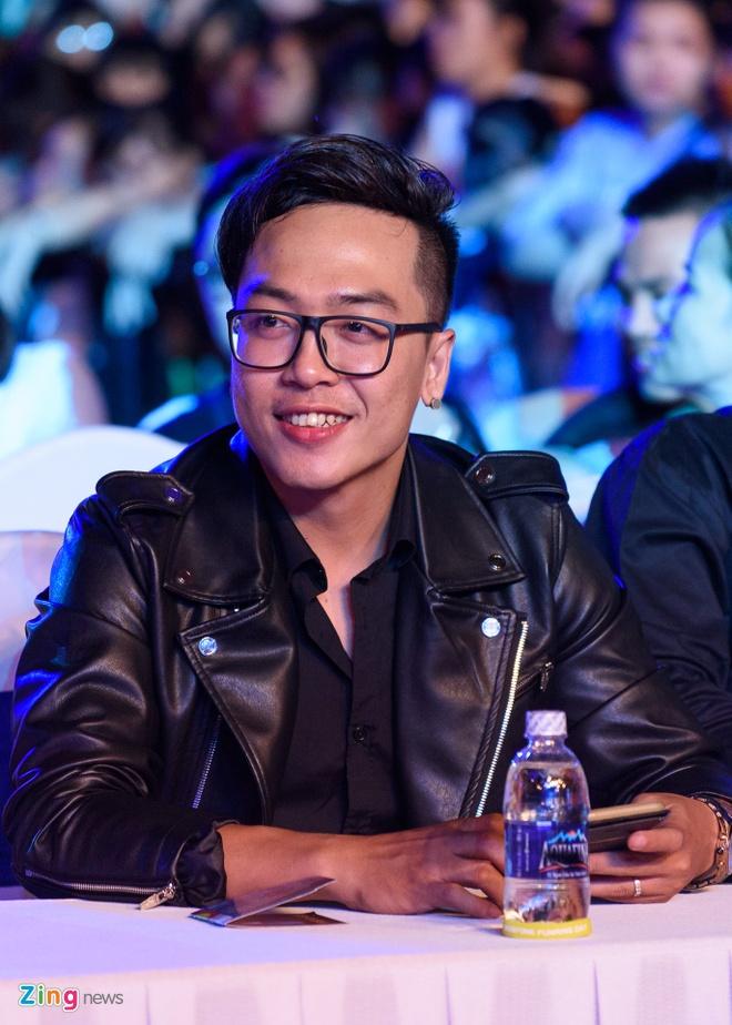 Sao Viet gian di den xem live show Noo Phuoc Thinh hinh anh 10