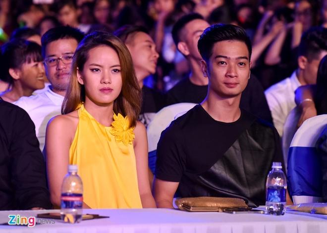 Sao Viet gian di den xem live show Noo Phuoc Thinh hinh anh 8