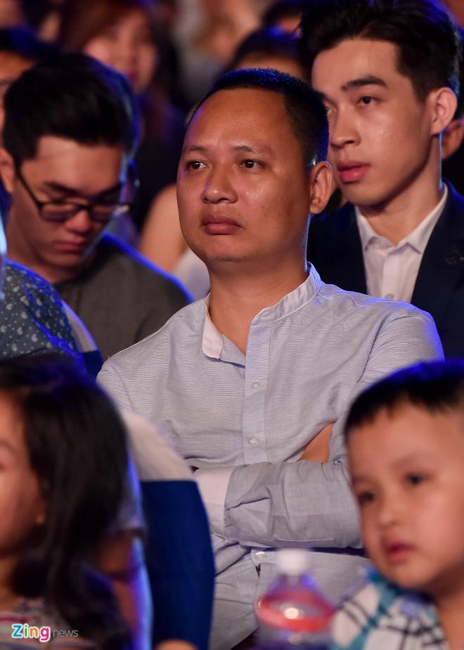 Sao Viet gian di den xem live show Noo Phuoc Thinh hinh anh 4