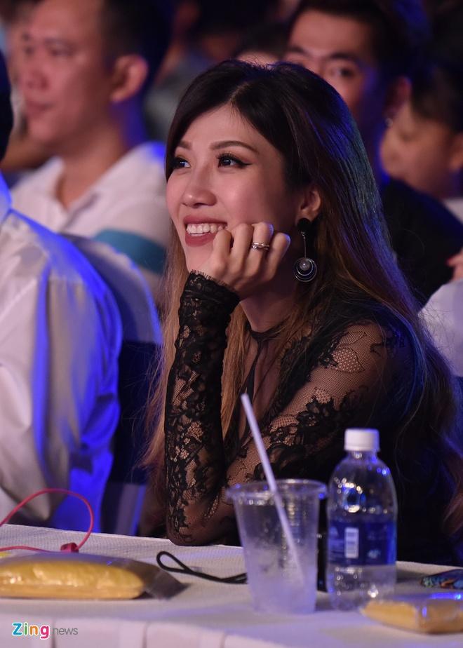 Sao Viet gian di den xem live show Noo Phuoc Thinh hinh anh 7