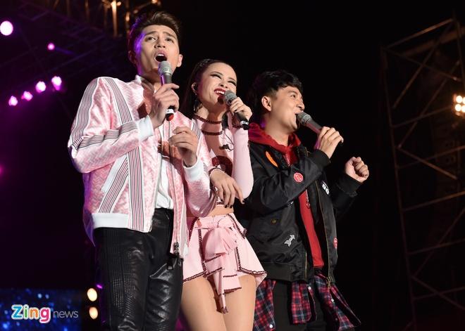 Ho Ngoc Ha di sieu xe len san khau live show Noo Phuoc Thinh hinh anh 8