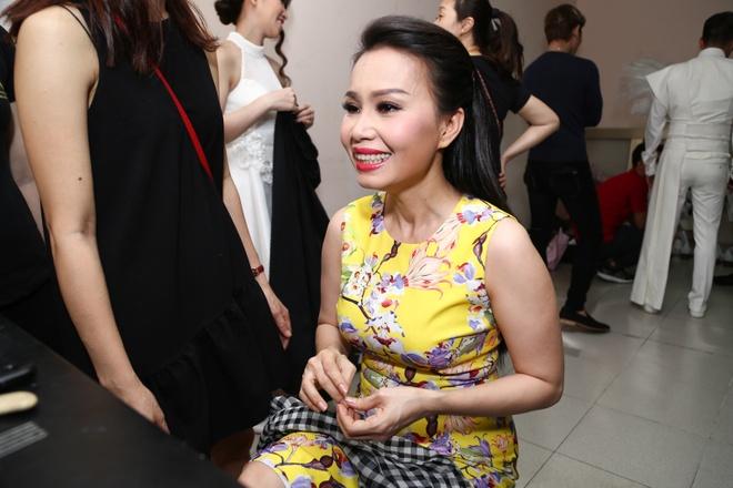 Noo Phuoc Thinh om eo hoa hau Do My Linh anh 7