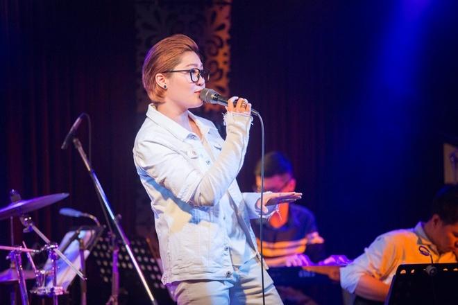 Dam Vinh Hung chuc mung minishow Vicky Nhung anh 5